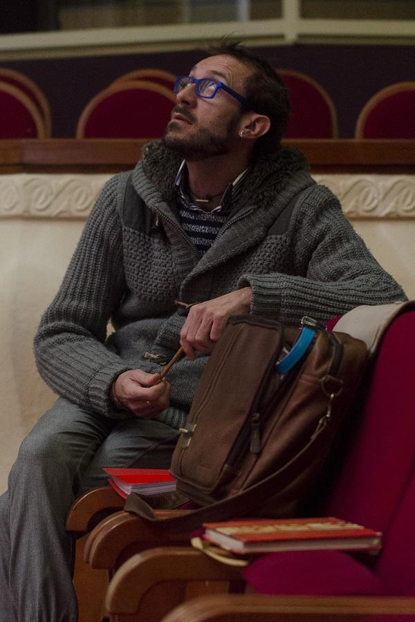 Eduard Costa reflexionando en Forum Teatro
